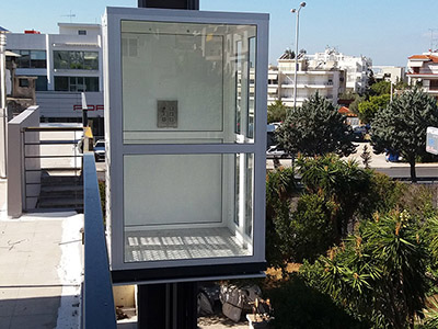 Installation of an outdoor hydraulic liftασανσερ